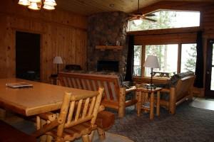 cabin7-livingroom